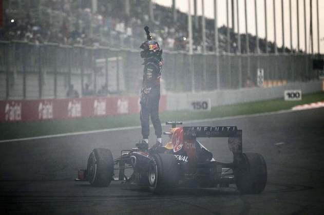 O alemão conseguiu todos os canecos com a Red Bull e se tornou o piloto mais jovem a sagrar-se campeão