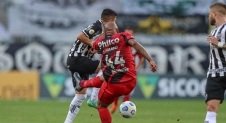O alvinegro chegou à sua sétima vitória seguida no Brasileirão ao bater o time paranaense