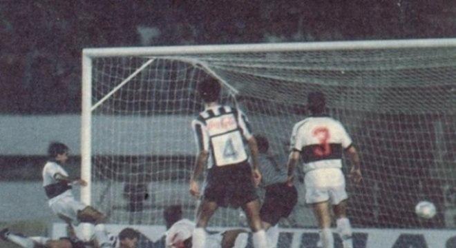 O alvinegro sentiu o prazer de uma conquista internacional oficial pela primeira vez em 1992, com a Copa Conmebol
