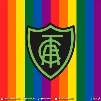 """O América Mineiro celebrou a data com uma montagem em suas redes sociais, juntando o escudo do clube com as cores da bandeira LGBTQIA+ e também aproveitou para desejar que """"todos sejam livres para amar""""."""