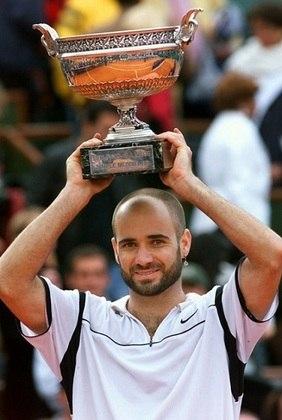 O americano Andre Agassi é outro astro do tênis com oito conquistas de Grand Slam