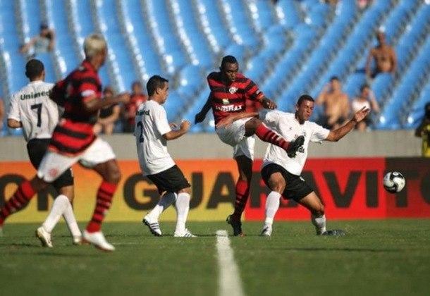 O ano de 2009 foi inesquecível para o torcedor do Flamengo. A equipe voltou a levantar a taça do Campeonato Brasileiro após 17 anos. Todavia, no início do ano, o time protagonizou um vexame na semifinal da Taça Guanabara ao ser derrotado pelo Resende por 3 a 1