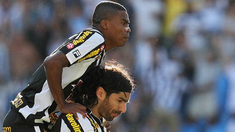 O ano de 2011 não foi bom para o Botafogo. Com eliminações precoces no Campeonato Carioca e na Copa do Brasil, a equipe se recuperou após uma mudança no comando e fez um grande Campeonato Brasileiro. Porém, tudo foi por água abaixo nas rodadas finais: lutando pela Libertadores, o Alvinegro teve uma sequência de derrotas nos últimos oito jogos e ficou fora da competição internacional.