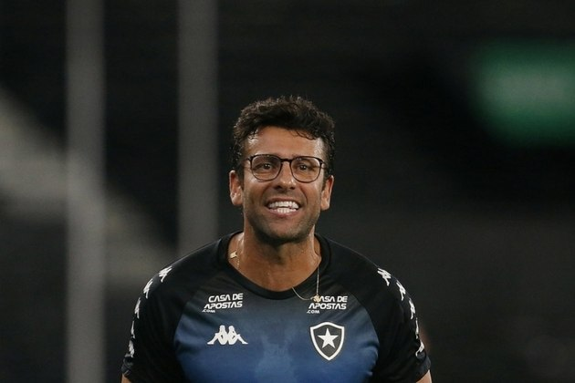 O ano não começou bem para o Botafogo. Depois de realizar a pré-temporada no China Park, no Espírito Santo, o Botafogo teve uma mudança de planejamento logo no começo da temporada. Ainda no começo de fevereiro, o clube demitiu Alberto Valentim após um começo irregular na Taça Rio, primeiro turno do Campeonato Carioca.