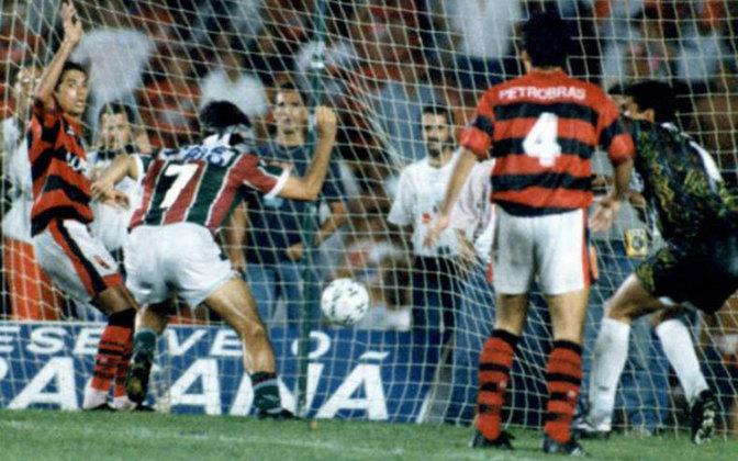 O antológico Fla-Flu que decidiu o Campeonato Carioca de 1995 será reapresentado pela Rede Bandeirantes, em homenagem a Januário de Oliveira. Enquanto não chega o dia 17 de maio, o LANCE! aponta as razões pelas quais 1995 entrou para a história da rivalidade.