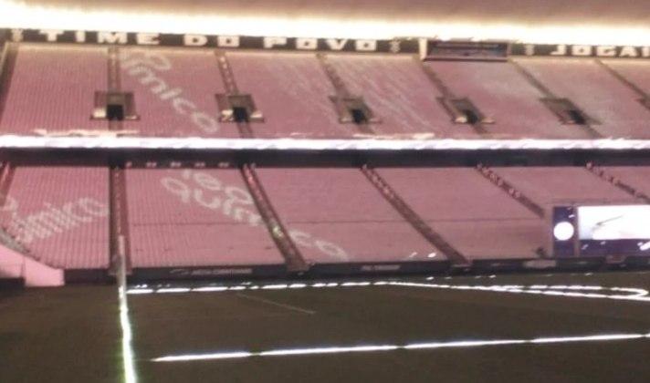 O anúncio foi marcado para a madrugada desta terça-feira, data de aniversário de 110 anos do Corinthians. Porém, antes da divulgação, fotos do estádio foram vazadas já com o logo da Neo Química na decoração.