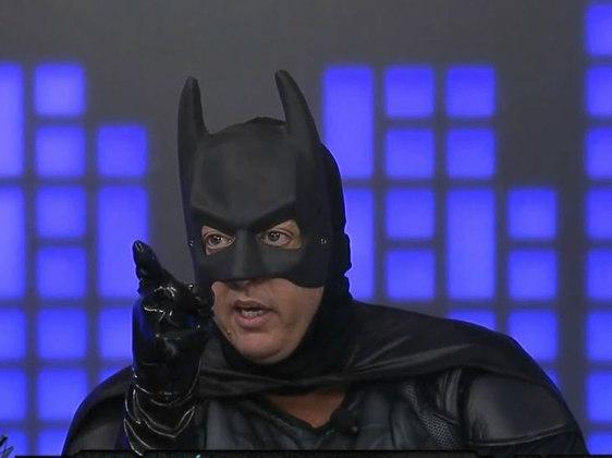 O apresentador Benjamin Back, à época no Fox Sports Rádio, perdeu uma aposta e apareceu fantasiado de Batman durante uma edição do programa em 2014. Ele tinha cravado a classificação do São Paulo no Campeonato Paulista, mas o time acabou sendo eliminado pelo Penapolense.
