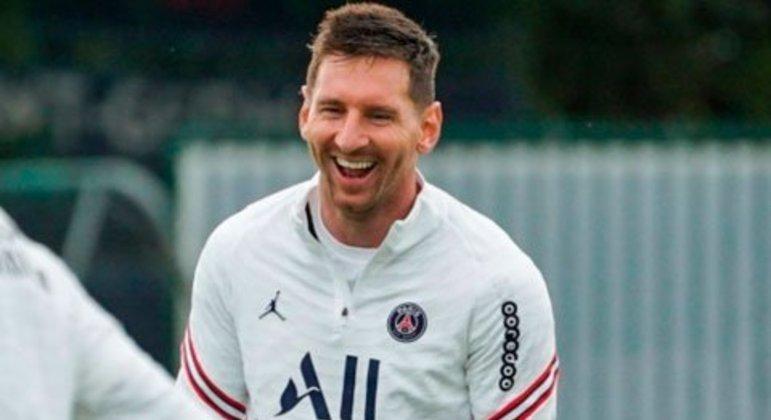 O argentino saiu trocou de clube pela primeira vez na carreira e, agora no PSG, da França, recebe $ 110 milhões anualmente.