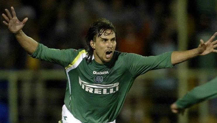 O argentino Sergio Gioino chegou badalado, mas marcou poucos gols e passou longe de ser opção ofensiva de qualidade para o Palmeiras. Fez seis gols entre 2005 e 2006.