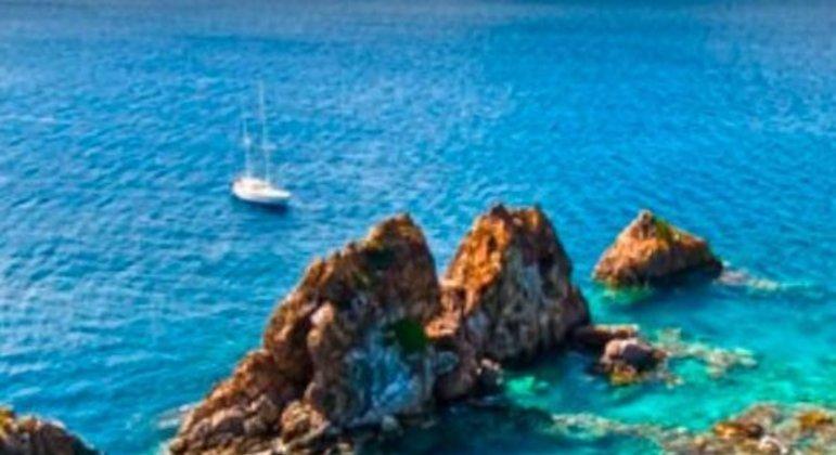 O arquipélago das Ilhas Virgens Britânicas fica próximo a Porto Rico. Ele abrange quatro ilhas principais e muitas outras menores. É a terceira da lista geral e o segundo paraíso fiscal que mais recebe investimento vindo do Brasil.