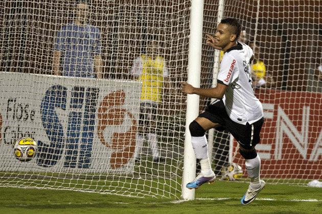 O artilheiro do século do Corinthians é o atacante Dentinho. Revelado no Timão, ele fez 55 gols entre 2007 e 2011.