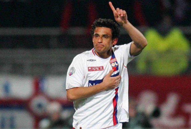 O artilheiro Fred defendeu o Lyon entre 2005 e 2009. Ao todo foram 119 jogos e 41 gols. Ganhou três vezes o Campeonato Francês e uma vez a Copa da França.