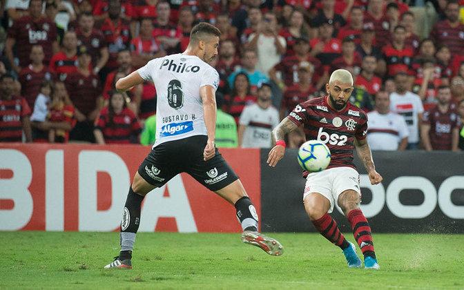 O artilheiro não perdoa nem o ex-clube: Gabigol já balançou as redes do Santos quatro vezes.