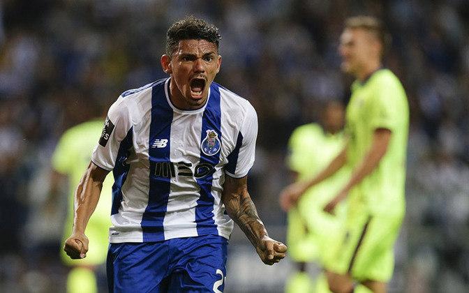 O artilheiro Tiquinho Soares é mais uma vez uma das apostas do Porto para brigar pelo caneco.