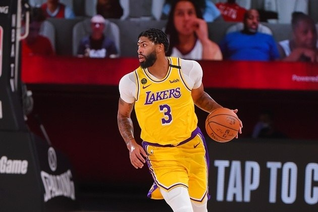 O astro Anthony Davis (Los Angeles Lakers) não foi bem dessa vez. O ala-pivô anotou apenas 14 pontos, pegou seis rebotes e bloqueou três arremessos na derrota por 107 a 92 para o Toronto Raptors na noite de sábado. Davis acertou somente dois dos sete arremessos tentados e saiu do primeiro período com um ponto