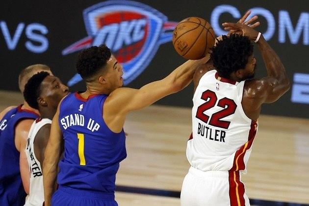 O astro Jimmy Butler (Miami Heat) foi um dos destaques na vitória do time da Flórida sobre o Denver Nuggets, por 125 a 105. Butler produziu 22 pontos, sete assistências, quatro rebotes e três roubadas na estreia de sua equipe na fase de jogos em Orlando. O Heat luta pelo terceiro lugar da conferência Leste e possui 42 triunfos em 64 jogos