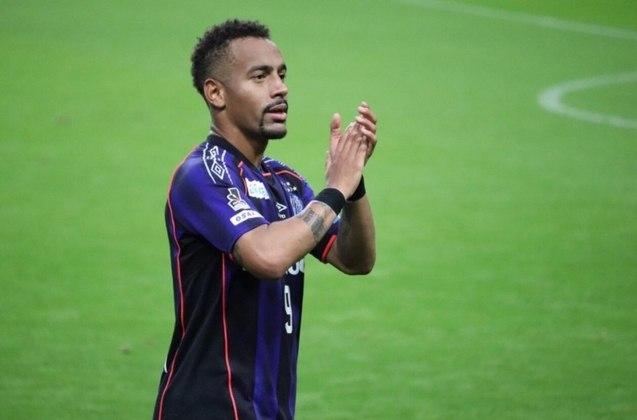 O atacante Ademilson teve destaque no futebol brasileiro com a camisa do São Paulo. Ele acabou sendo vendido para o futebol japonês, mas está livre no mercado desde que deixou o Gamba Osaka, em dezembro de 2020