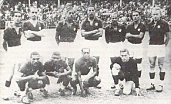 O atacante alemão disputou 75 partidas com a camisa rubro-negra entre 1936 a 1938. Na foto, Engel é o primeiro da direita para a esquerda, na fileira de cima.