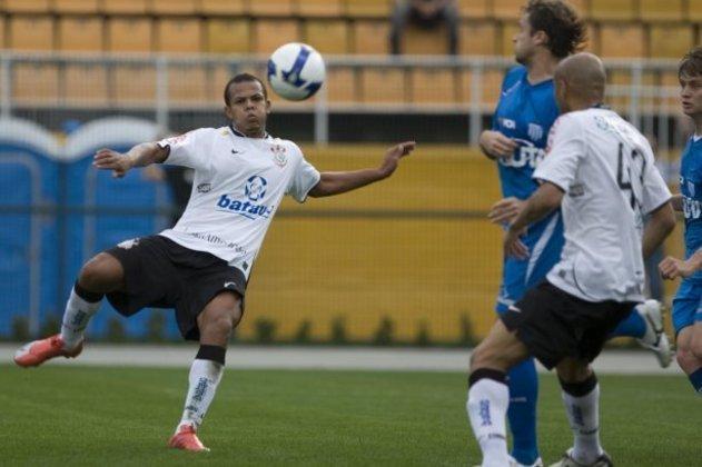 O atacante Bill defendeu o Corinthians entre 2009 e 2010, sendo que no período chegou a ser emprestado ao Coritiba. Teve mais baixos e altos com a camisa alvinegra e foi para o Santos.