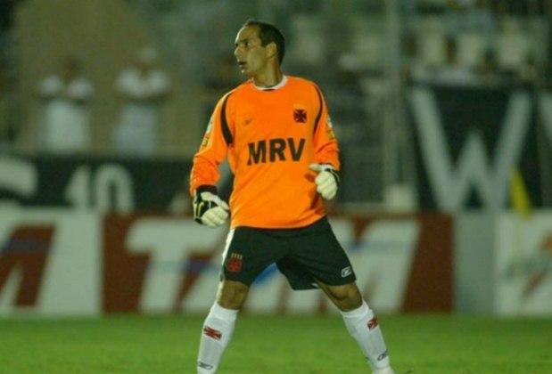 O atacante Edmundo virou goleiro na derrota do Vasco por 3 a 1 para o Cruzeiro no Brasileirão de 2008. Quando o jogador foi para o gol, o Gigante da Colina já perdia por 2 a 0. Ele tomou um gol de pênalti.
