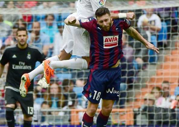 O atacante espanhol Borja Baston anunciou a sua saída do Aston Villa da Inglaterra. Tem 28 anos. Mas tem sondagens.