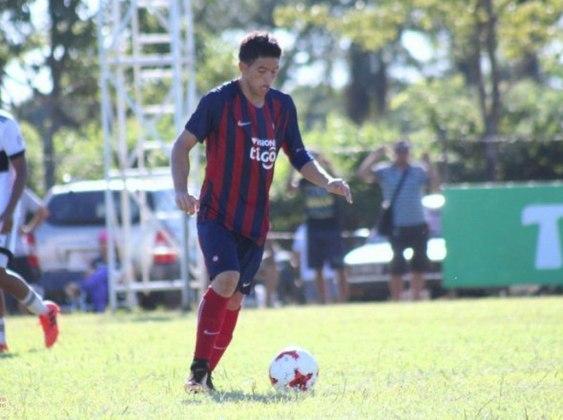 O atacante Fernando Ovelar estreou pelo Cerro Porteño em 2018, quando tinha apenas 14 anos. marcou um dos gols no empate por 2 a 2 diante do arquirrival Olimpia. Atualmente, está no elenco da equipe paraguaia.