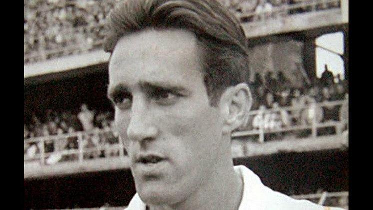 O atacante fez 170 jogos pelo São Paulo e marcou 85 gols.