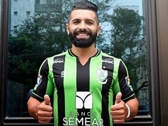 O atacante Guilherme, que disputou a Série B com o América-MG, não renovou com o Coelho e deixou o clube
