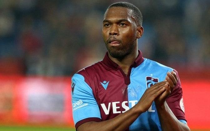 O atacante inglês Daniel Sturridge está sem clube depois de sua passagem pelo Trabzonspor, ainda neste ano – ele já atuou por Manchester City, Chelsea e Liverpool. Aos 31 anos, seu valor de mercado é de 8 milhões de euros (R$ 53 milhões).