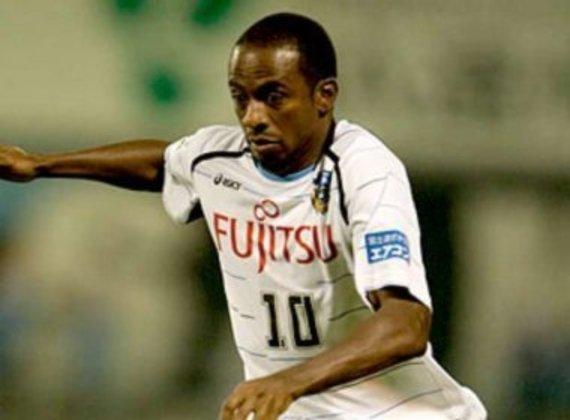 O atacante Juninho surgiu na base do Bahia e jogou pela Seleção Brasileira Sub-20 em 1996. Foi rebaixado em 2002 com o Palmeiras e se transferiu para o Japão. É um dos ídolos do Kaeasaki Frontale, onde disputou mais de 300 jogos e fez mais de 200 gols entre 2003 e 2011.