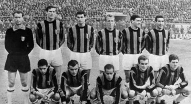 O atacante Mazzola foi campeão do mundo pela Seleção Brasileira em 1958 e depois defendeu a Itália, em uma época que a Fifa permitia. Na Champions, fez 24 gols em 28 jogos por Milan, Napoli e Juventus. (Reprodução)