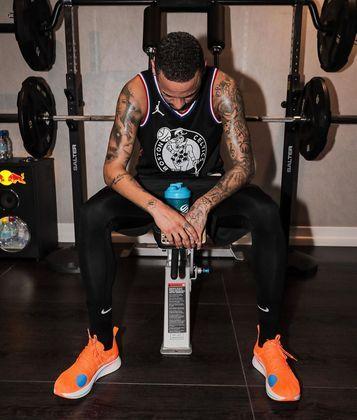 O atacante Neymar, do Paris Saint-Germain (FRA), voltou para o Brasil, mas tem trabalhado duro para manter a forma durante a quarentena