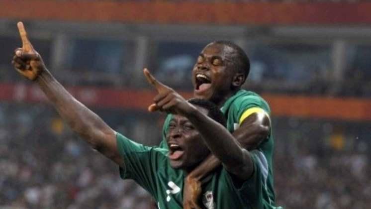 O atacante nigeriano Victor Obinna passou pelo Internacional, em 2005. Deu origem ao apelido ao ex-atacante do Flamengo, Obina, pela semelhança física entre ambos.