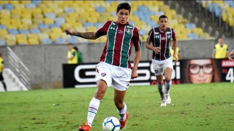 O atacante Pedro, atualmente no Flamengo, entrou com ação na Justiça cobrando mais de R$ 2 milhões do Fluminense, seu ex-clube.