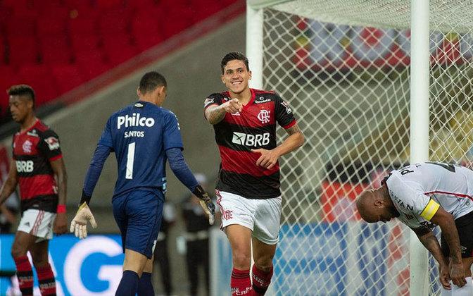 O atacante Pedro foi convocado por Tite de última hora e é uma das três baixas do Flamengo para a primeira partida das quartas da Copa do Brasil, contra o São Paulo, no dia 11 e para a 21ª rodada do Brasileirão, contra o Atlético Goianiense, no sábado (14). Pedro foi chamado como opção para o lugar de Neymar, que apesar da lesão sofrida, ainda está na lista e deve se apresentar com o restante do grupo, no dia 9.