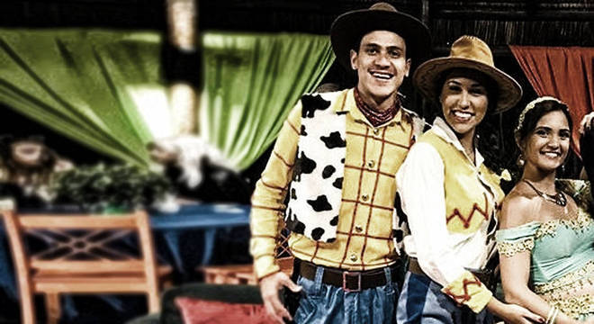 O atacante Pedro se inspirou no personagem Woody, do Toy Story, enquanto sua esposa foi de Jessie.