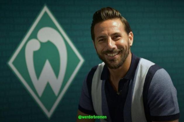 O atacante peruano Pizarro, se aposentou aos 40 anos na temporada passada, jogando no Werder Bremen, da primeira divisão da Alemanha. Na sua carreira, defendeu Chelsea e Bayern de Munique