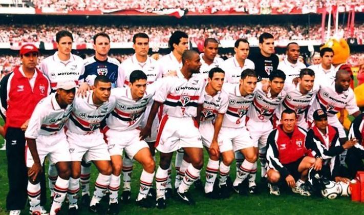 O atacante, porém, fechou com o São Paulo após a derrota do Palmeiras contra o Manchester United, na final do Mundial. Pelo Tricolor, mesmo com a passagem curta, foi campeão do Paulistão de 2000.