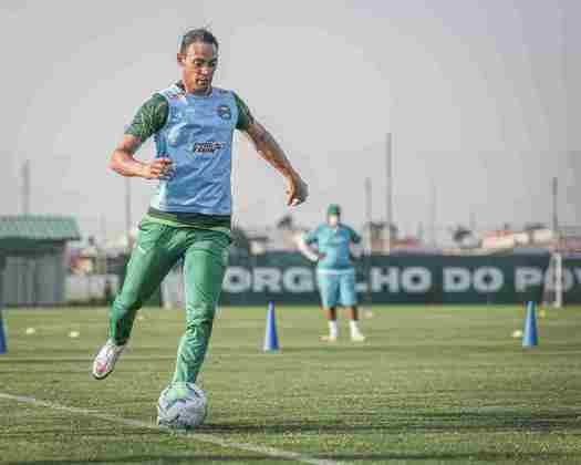 O atacante Ricardo Oliveira, de 40 anos, defende o Coritiba.