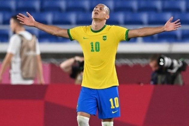 """O atacante Richarlison, que fez dois dos três gols que o Brasil fez na vitória contra o Egito, não perdeu a chance de provocar os alemães. """"Vamos comemorar, ainda mais com Alemanha fora, que é felicidade em dobro"""", disse o jogador em entrevista concedida."""