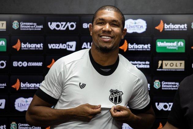 O atacante Rodrigão está emprestado ao Ceará, com o vínculo terminando em dezembro deste ano. Já seu contrato com o Santos termina em maio de 2022.