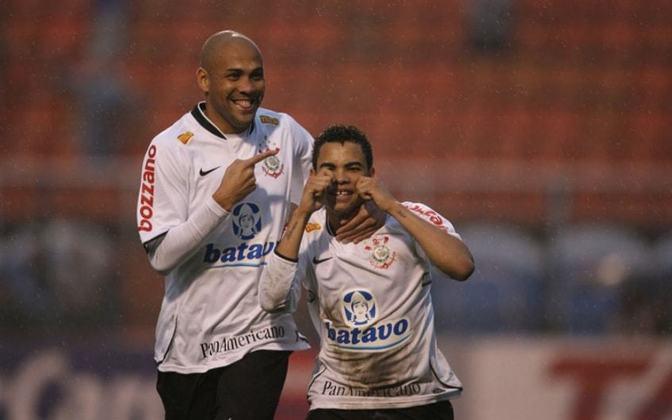 O atacante Souza, que antes havia defendido Vasco, Inter e Flamengo, fez parte do grupo corintiano entre 2009 e 2011. Fez 13 gols em 69 partidas, não conseguindo ter muito destaque.