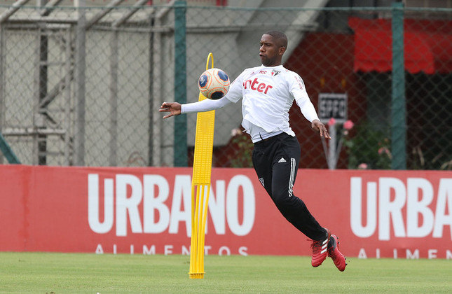 O atacante Toró estreou no profissional em abril do ano passado e teve um início animador sob o comando de Cuca, mas foi brecado por lesões e jogou pouco com Diniz até o momento. Aos 21 anos, soma 25 jogos e três gols pela equipe de cima.