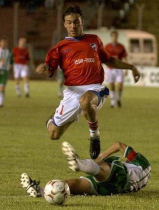O atacante uruguaio Peralta chegou ao Flamengo em 2006 sem ser muito conhecido. Bastante contestado, atuou poucas vezes e acabou retornando ao futebol do seu país na sequência.