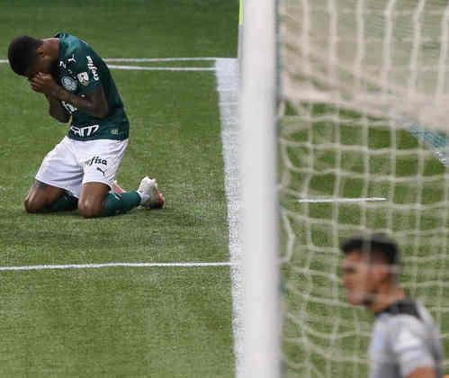 O atacante Wesley, do Palmeiras, não atuou no final de semana pelo Campeonato Brasileiro após sofrer uma lesão no menisco. O jogador do Alviverde foi operado no domingo (8) e o prazo da recuperação é de até quatro meses, deixando a data de retorno do jogador aos gramados para o próximo ano.