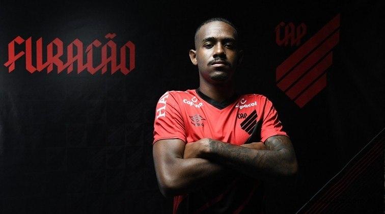 O Athletico é o 'rei' das contratações durante a parada, tendo anunciado quatro nomes. O zagueiro Edu, que estava no Cruzeiro é um dos contratados. Ele assinou com o clube por quatro temporadas.