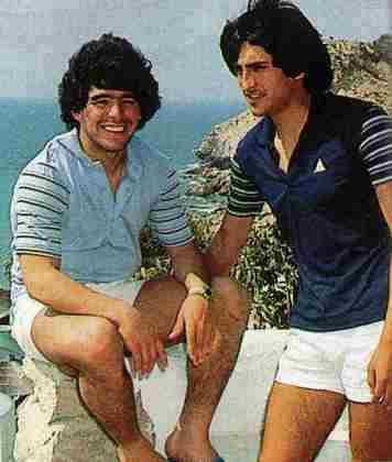 O atual treinador do Botafogo, o argentino Ramon Díaz, também prestou uma homenagem à Maradona: