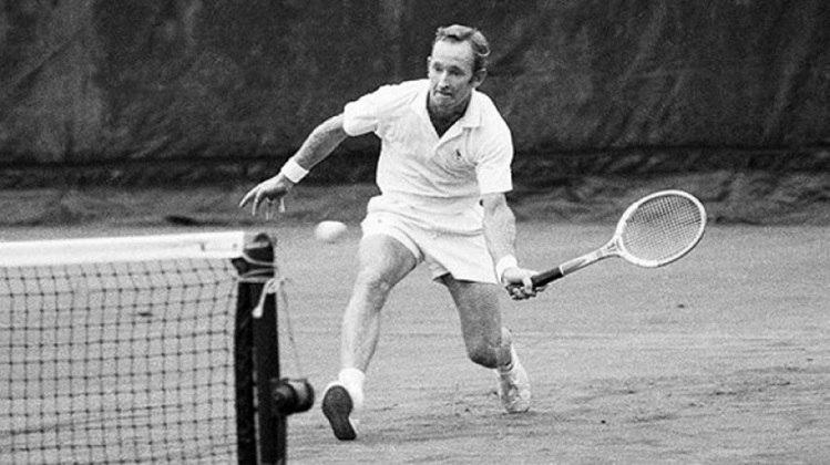 O australiano Rod Laver também encerrou a carreira com 11 conquistas. A diferença é que ele é o único da história a ter vencido os quatro torneios do Grand Slam em simples na mesma temporada duas vezes. A primeira foi como amador, em 1962, e a segunda como profissional, em 1969