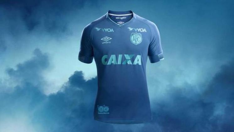 O Avaí também lançou uma camisa 3 em 2017 que resgatava o primeiro escudo do clube, fundado em 1923 e se chamava Avahy Foot-ball Club.