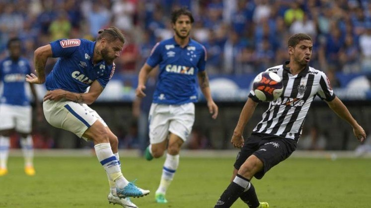 O Banco Caixa também já patrocinou os dois rivais no estado de Minas Gerais. Atlético-MG e Cruzeiro chegaram a ter o mesmo patrocinador master em suas camisas com o banco.